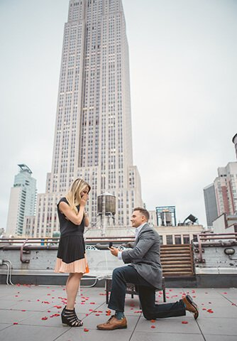 Proposal with Empire State Building. Photographer Vlad Leto.